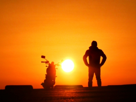 バイクの普通二輪免許は女性でも簡単に取れる?教習所の選び方や費用・必要なものを紹介!
